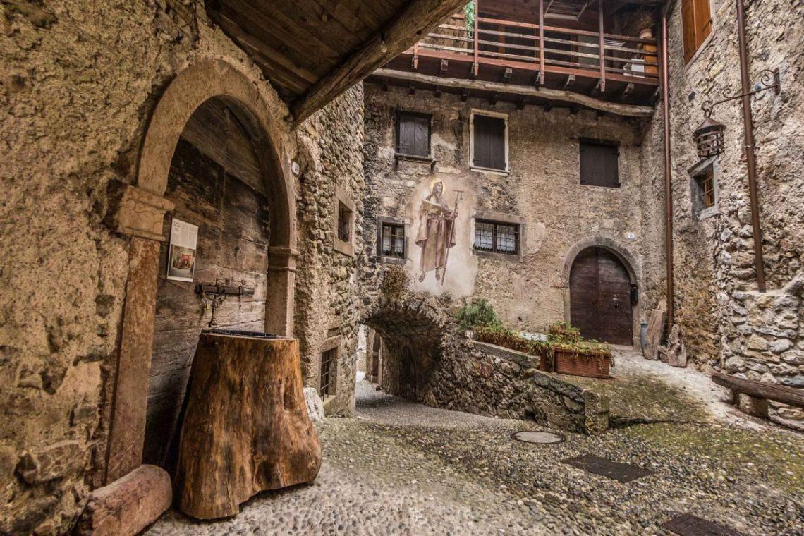 Arte Del Rustico Aosta canale di tenno, between lake and mountain - italian traditions
