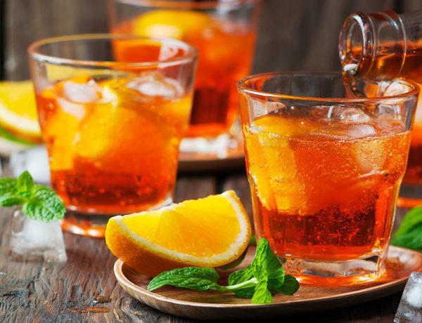Kein Spritz ohne Aperol, der orangefarbene Aperitif