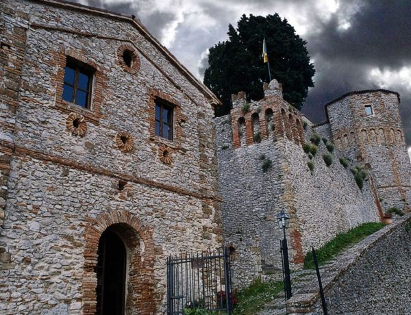La leggenda di Azzurrina: prigioniera del castello di Montebello