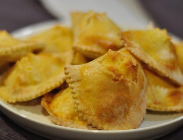 Casciatelli, panzerotti de Molise avec caciotta rigatino
