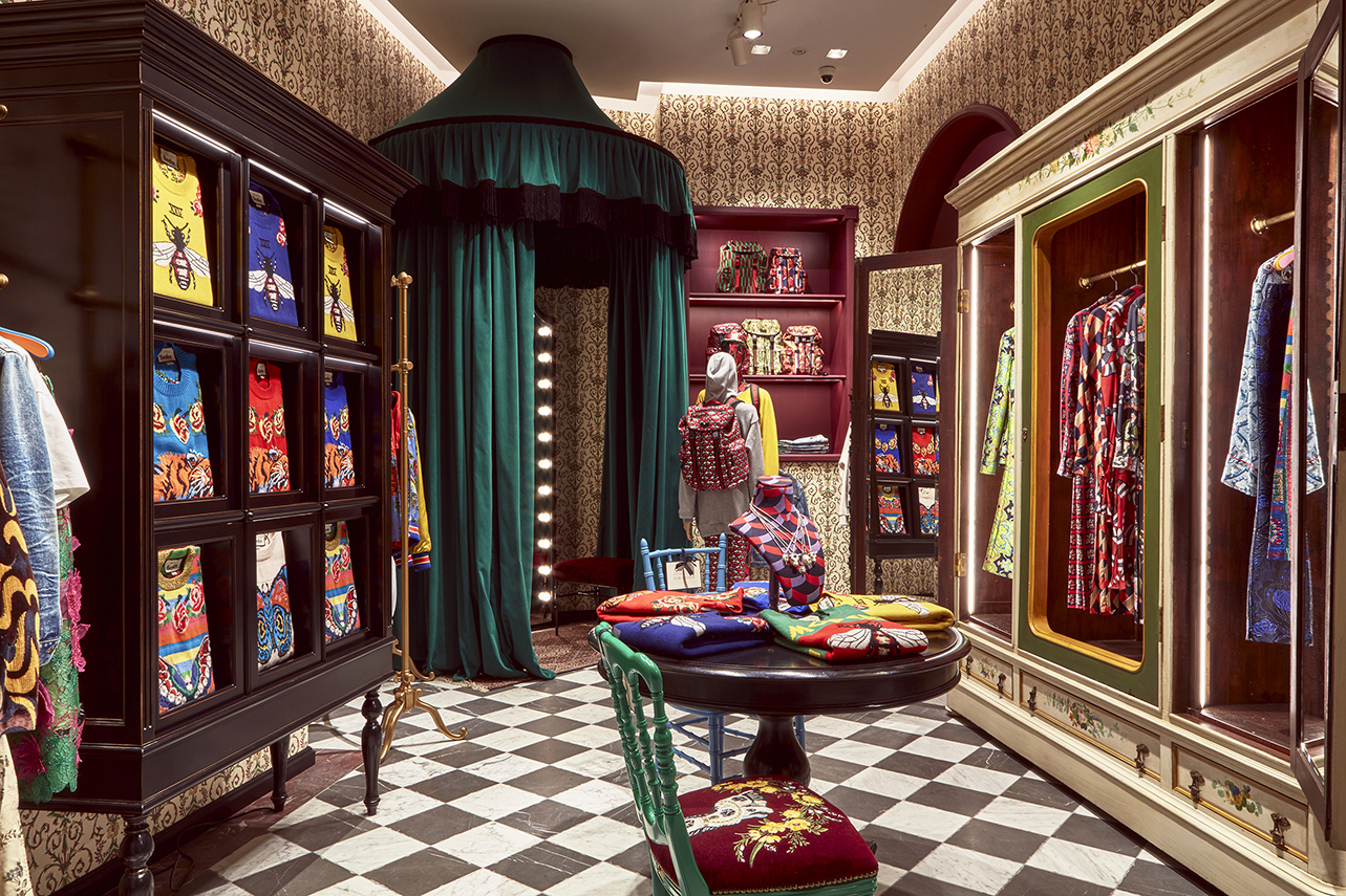 Carta Da Parati Firenze Vendita luxury italian brands: the gucci garden a must to visit in