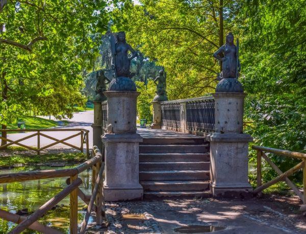 Luoghi romantici in Italia: a Milano il ponte delle sirenette a Parco Sempione